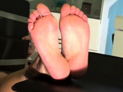 All Foot Fetish Lovers Stand Up