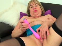 British Milf Katie Coquard Starts Toying Her Shaven Cunny Porn Video