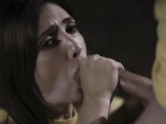 janess-sloppy-blowjob-til-cock-explode