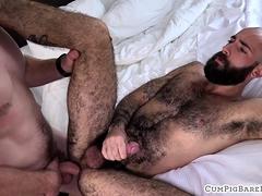 dickriding-wolf-enjoys-getting-barebacked