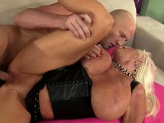 Big Tits GILF Mandi McGraw Gets Pounded
