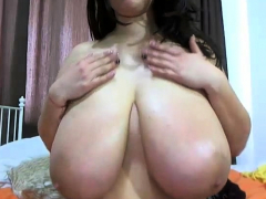 busty-bbw-masturbates-on-webcam