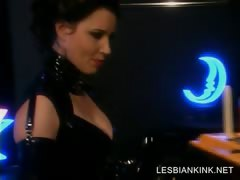 slave in latex gets her lesbo pussy dildoed