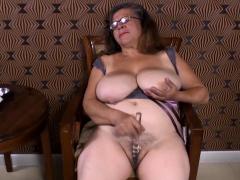 omageil-mature-latinas-striptease-and-closeup
