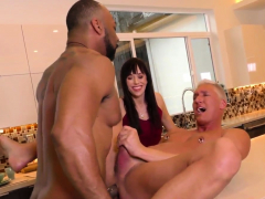Muscled dude gets blacked