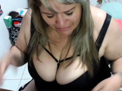 mature-bbw-solo-posing-on-webcam