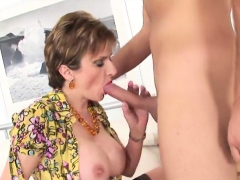 Adulterous Uk Milf Lady Sonia Shows Off Her Giant Bre01uth
