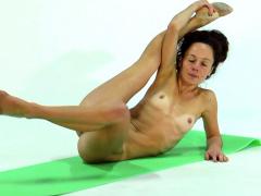 anna-ocean-super-flexible-and-hot-babe