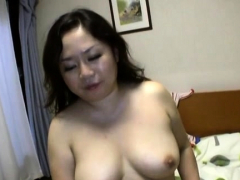 sizzling-blow-job-act-from-a-stunning-mature-japanese