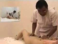 japanese-massage-girl-fingered-false-masseur-spycam