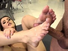 Skanks feet jizzed over
