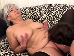 golden slut – mature cunnilingus comp