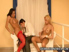 Shemales Lorena Smith And Lara Gaucha Double Teaming A Guy