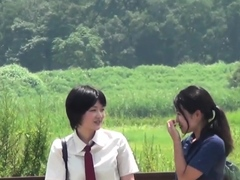 asian-teens-piss-in-ditch