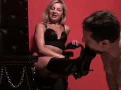 lady-bianca-boot-domination