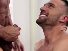 muscled-colby-tucker-and-tristan-brazer-exchange-blowjob