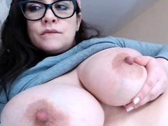 leann-amateur-beautiful-brunette-with-big-boobs