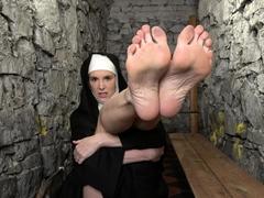 amateur-foot-fetish-girlfriend-sucks-and-gives-a-footjob